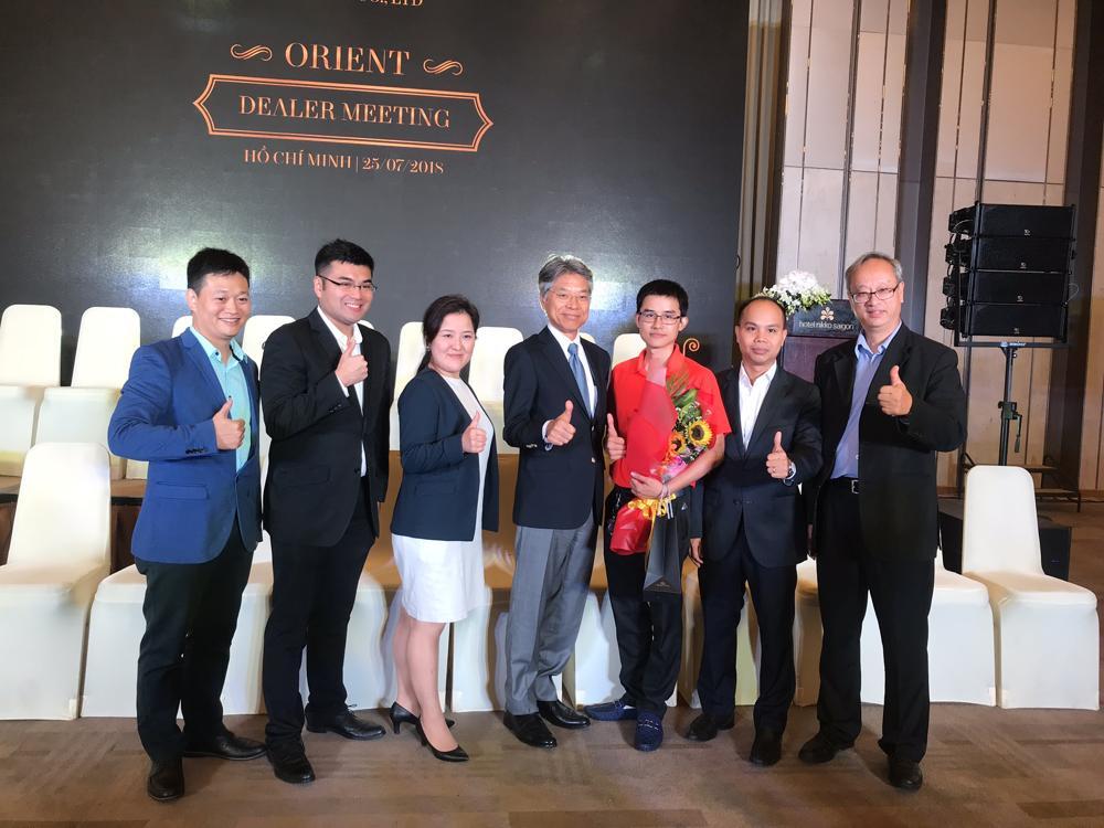 Chứng Nhận Đại Lý Chính Hãng & Các Giải Thường Đồng Hồ Hải Triều Đã Đạt Được Hải Triều nhận Giải Đại lý Orient xuất sắc năm 2018