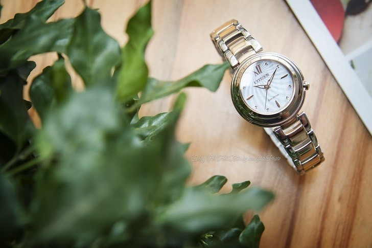 Đồng hồ nữ Citizen EM0335-51D nạp năng lượng bằng ánh sáng - Ảnh: 1