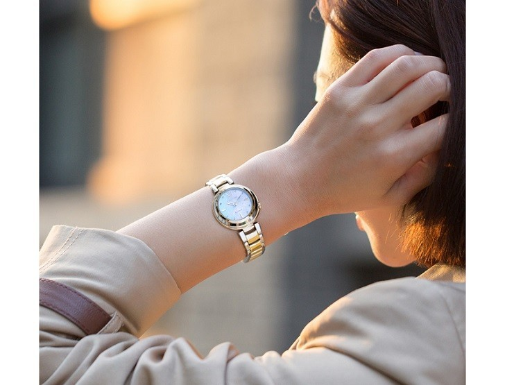 Đồng hồ nữ Citizen EM0335-51D nạp năng lượng bằng ánh sáng - Ảnh: 2