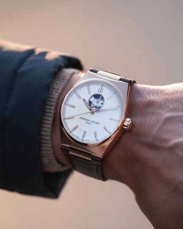 Cách sử dụng đồng hồ cơ - Ảnh: 1