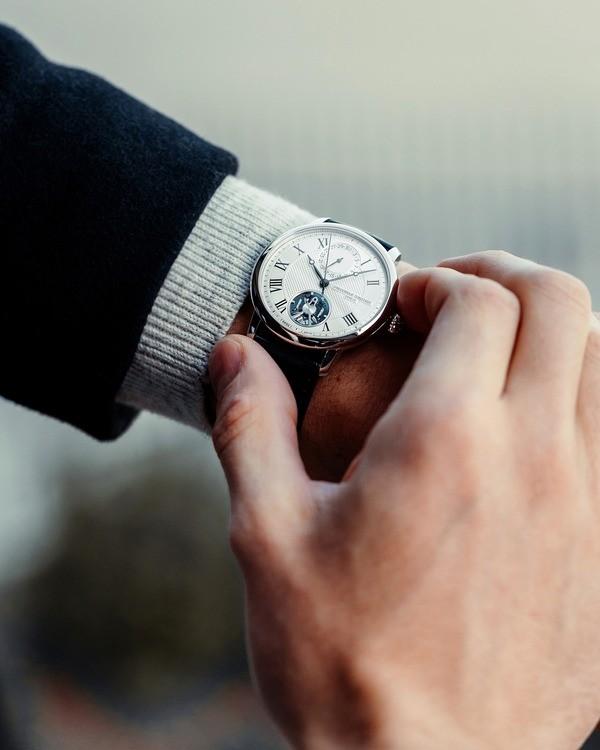 Cách lên cót đồng hồ cơ - Ảnh: 55