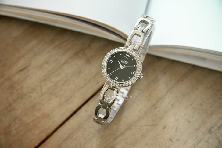 Đồng hồ nữ Citizen EJ6070-51E thiết kế đính đá sang trọng - Ảnh 2