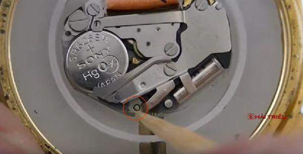 Cách Tháo Máy Đồng Hồ Đeo Tay Ra Khỏi Vỏ Máy Pin