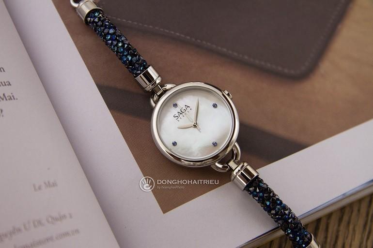 Đồng hồ Swarovski là gì? Ý nghĩa và công dụng trong đồng hồ - Ảnh: Saga 53555 SVMWSV-2