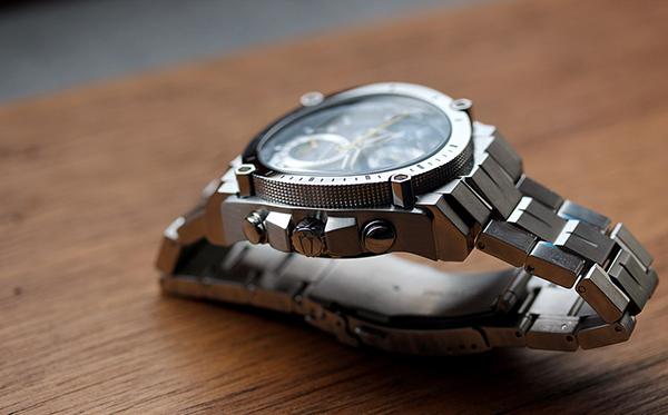 dong ho Bulova Precisionist Champlain Chronograph 3