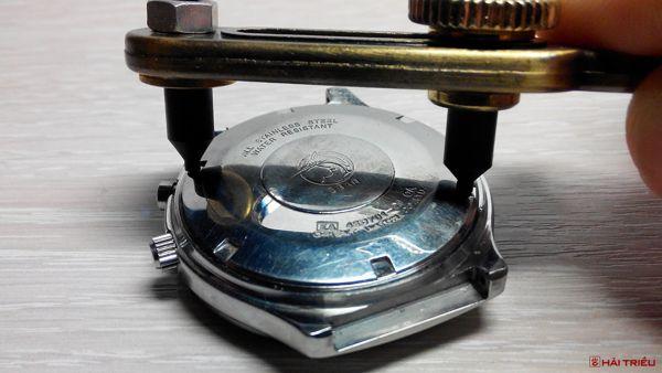 Phân Biệt Nắp Lưng Đồng Hồ: Nắp Vặn, Nắp Ép, Nắp Ốc 2