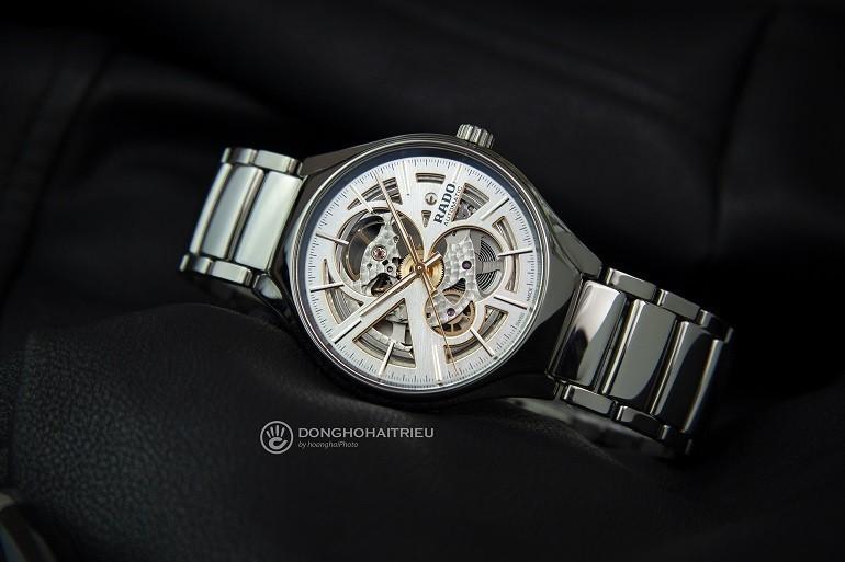 Chia sẻ cách phân biệt đồng hồ Rado thật giả dễ dàng nhất - Ảnh: Rado R27510102