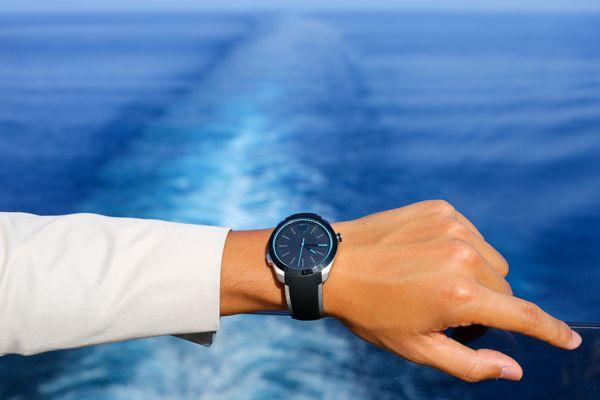 Smartwatch Movado Bold Motion: Đồng Hồ Thời Trang Cao Cấp Thụy Sĩ Trên Tay