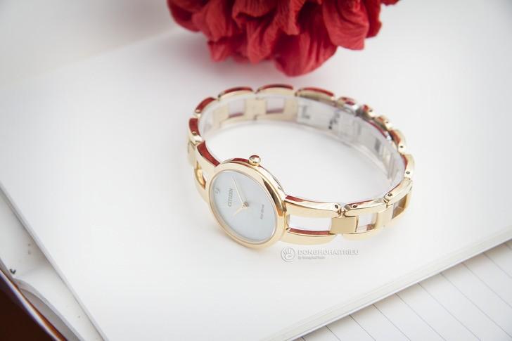 Đồng hồ Citizen EM0432-80Y: Thiết kế với dây đeo lạ mắt - Ảnh 2