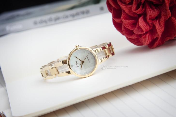 Đồng hồ Citizen EM0432-80Y: Thiết kế với dây đeo lạ mắt - Ảnh 3