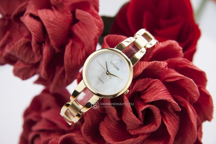 Đồng hồ Citizen EM0432-80Y: Thiết kế với dây đeo lạ mắt - Ảnh 6
