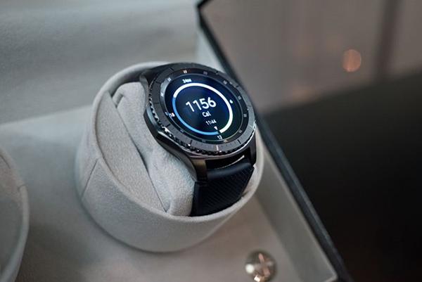 """Tại Sao Tín Đồ Công Nghệ """"Đổ Xô"""" Mua Đồng Hồ Samsung Gear S3 ? 2"""
