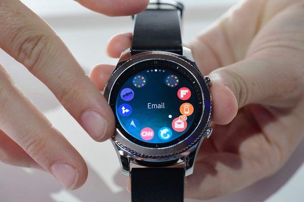 """Tại Sao Tín Đồ Công Nghệ """"Đổ Xô"""" Mua Đồng Hồ Samsung Gear S3 ? 4"""