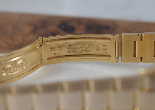 Bạn Có Biết Đồng Hồ Vàng Khối Thụy Sĩ Luôn là 18K? Tại Sao? 18K