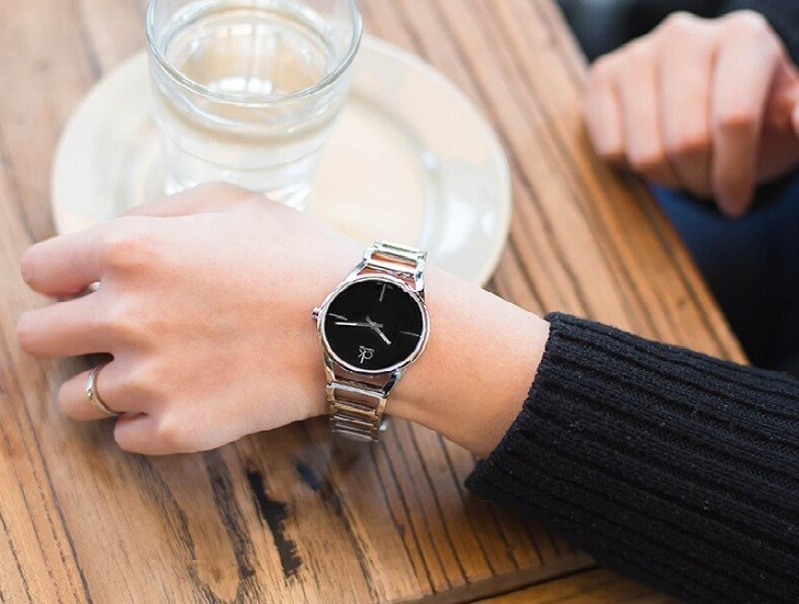 Đồng hồ nữ Calvin Klein K3G23121 thiết kế lắc tay ấn tượng - Ảnh 5