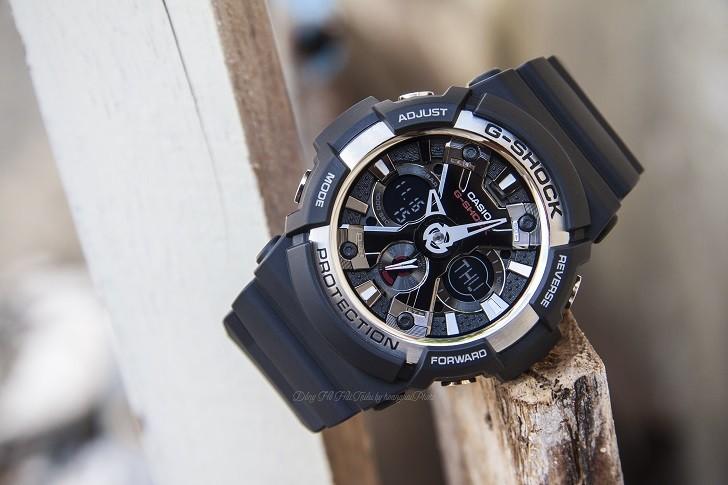 Đồng hồ thể thao G-Shock GA-200-1ADR thoải mái bơi lặn - Ảnh 1