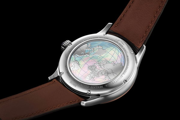 Khám Phá Doxa GrandeMetre Blue Planet® Chronometer D198RBU, Siêu Phẩm Dùng Chất Liệu Quý Gợi Nhớ Về Thiên Nhiên Tươi Đẹp Xà Cừ