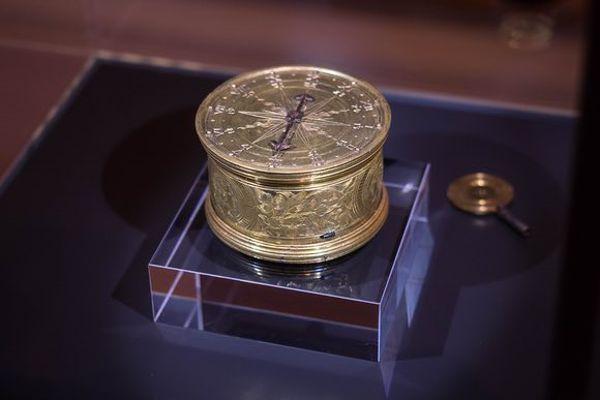 Khám Phá Lịch Sử Ra Đời Của Những Chiếc Đồng Hồ Siêu Mỏng thế kỷ 16