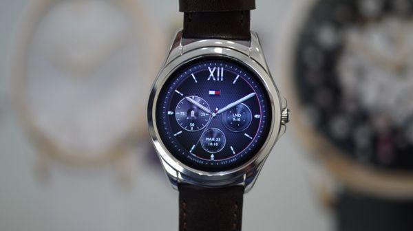 2017, Hàng Loạt Đồng Hồ Thông Minh Smartwatch Thương Hiệu Sừng Sỏ Ra Đời (Phần 1) Tommy Hilfiger
