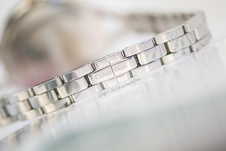 Đồng hồ nữ Calvin Klein K7E23B46 kiểu lắc tay thời trang - Ảnh 4
