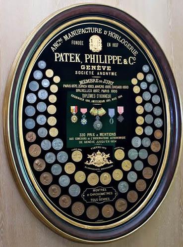 KHÁM PHÁ 6 BÍ MẬT TẠO NÊN ĐẲNG CẤP CHO ĐỒNG HỒ PATEK PHILIPPE Bi-mat-tao-nen-dang-cap-dong-ho-Patek-Philippe-3