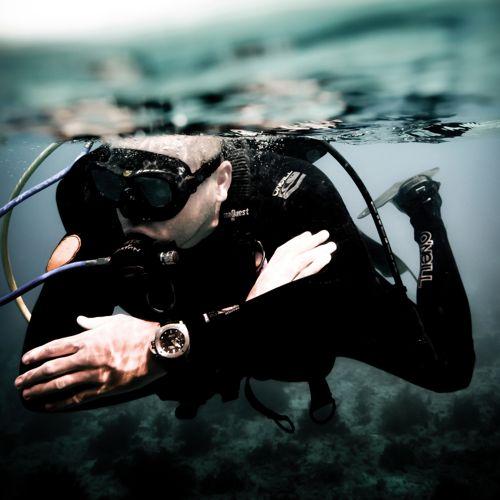 Thợ Lặn Xem Thời Gian Dưới Nước Như Thế Nào Khi Đồng Hồ Lặn Chưa Ra Đời? 1