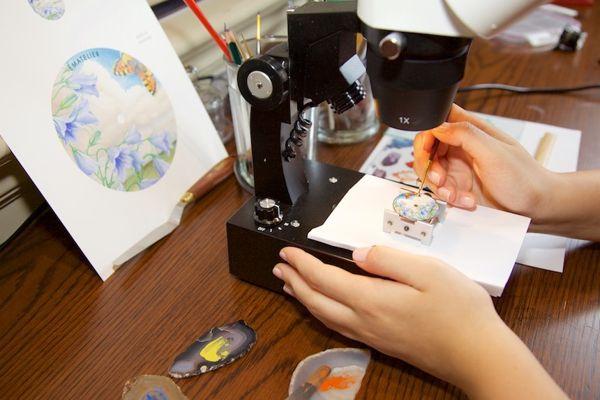 Tìm Hiểu Nghệ Thuật Chế Tác Thủ Công Mặt Số Đồng Hồ Tráng Men Vẽ Tranh