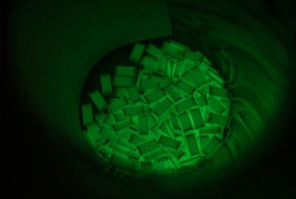 Ống Tritium Phát Sáng Trên Đồng Hồ Đeo Tay Dạ Quang Được MB-MICROTEC Sản Xuất Như Thế Nào 2