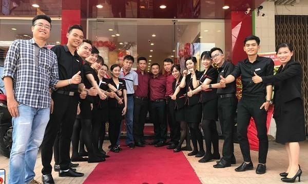 """Dàn nhân viên """"chuẩn không cần chỉnh"""" của Đồng Hồ Hải Triều"""