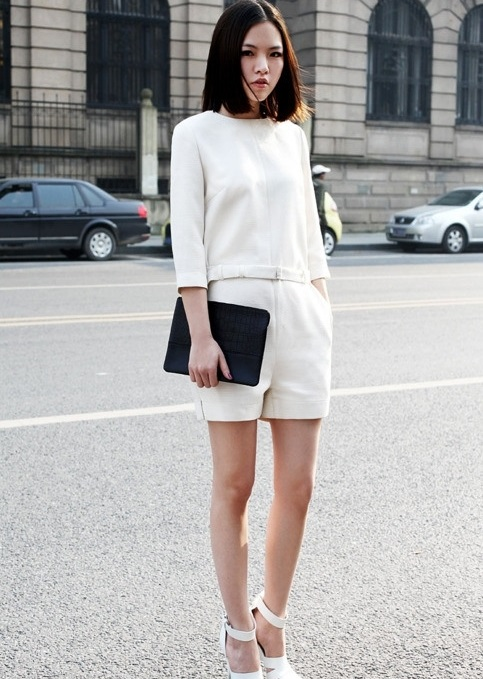 xem cận cảnh thời trang tối giản ví dụ 1