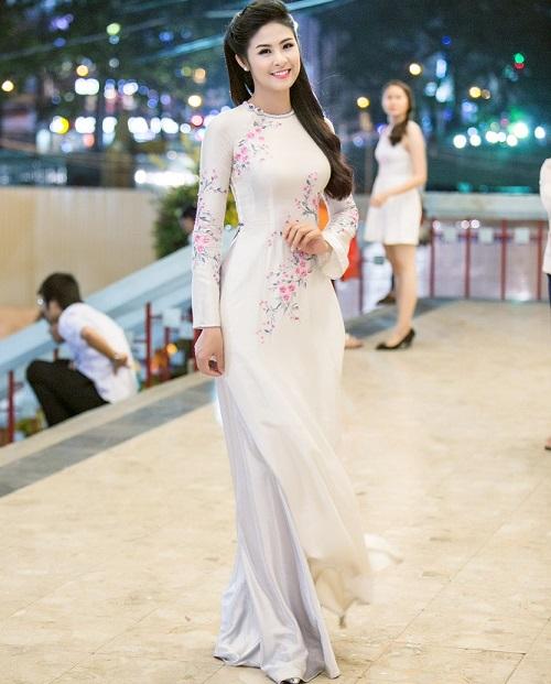 trang phục áo dài công sở đầy sự cách tân và hiện đại 6