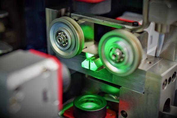 Dây Tóc Đồng Hồ Cơ Được Sản Xuất Thế Nào: Tìm Hiểu Quy Trình A-Z Đo Laser