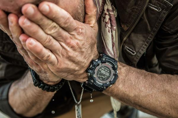 Lý Do Tại Sao Ảnh G-Shock Luôn Hiển Thị Thời Gian Là 10:58 Hoặc 10:08 10:58