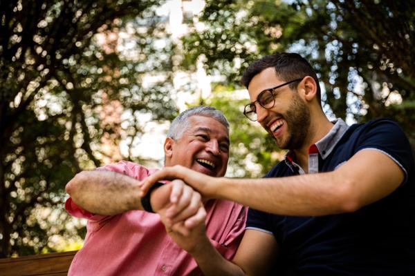 5 Chiếc Đồng Hồ Đẹp Để Tặng Cha Nhân Ngày Của Cha Sắp Đến Cha Con