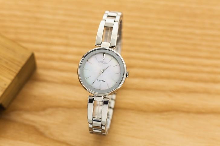 Đồng hồ ánh sáng Citizen EM0631-83D khảm xà cừ độc đáo - Ảnh 4