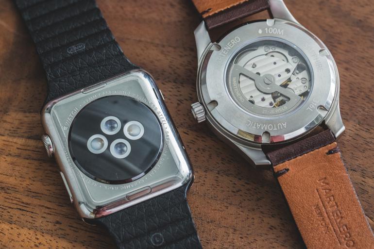 7 Thứ Quan Trọng Khi So Sánh Smartwatch Với Đồng Hồ Truyền Thống Caseback