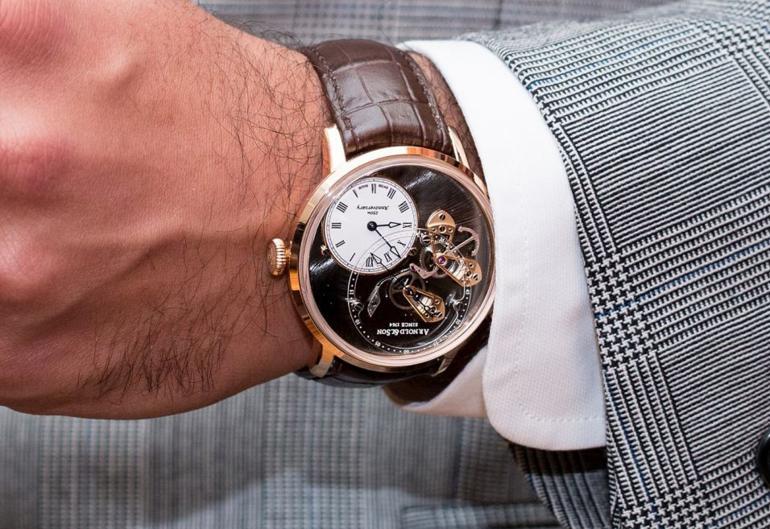7 Thứ Quan Trọng Khi So Sánh Smartwatch Với Đồng Hồ Truyền Thống Arnold and Son