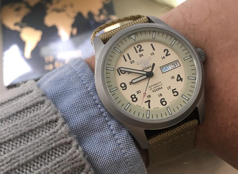 So sánh: đồng hồ Seiko 5 automatic 21 jewels và 23 jewels SNZG07J1 - Made in Japan
