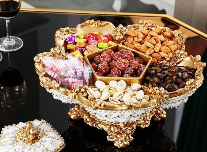 1 hộp đựng bánh kẹo rất sang trọng, thể hiện được địa vị xã hội