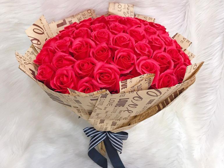 quà tặng sinh nhật bạn gái độ tuổi 24-30 - hoa hồng