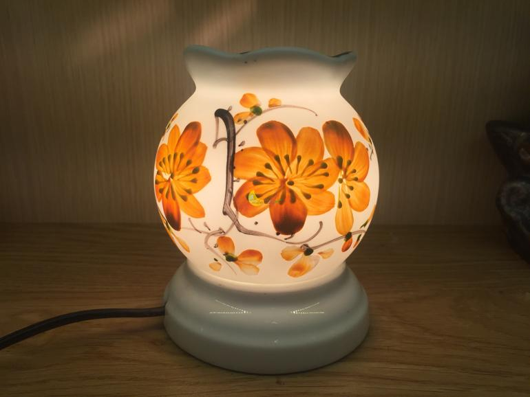 quà tặng sinh nhật bạn gái độ tuổi 24-30 - Đèn xông tinh dầu