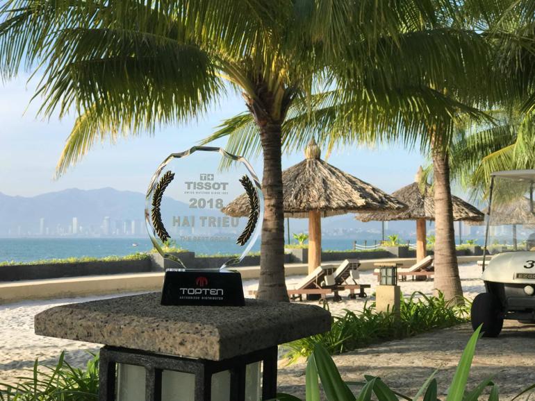 Đồng Hồ Hải Triều Nhận Giải Top 1 Đại Lý Đồng Hồ Tissot 2018 Cúp TOP 1 Đại Lý Tissot chụp tại Amiana