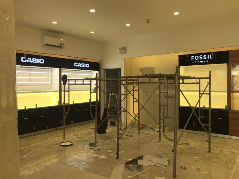 Đột nhập Đồng Hồ Hải Triều Phan Huy Ích Tân Bình trước ngày khai trương - Tủ trưng bày Casio Fossil