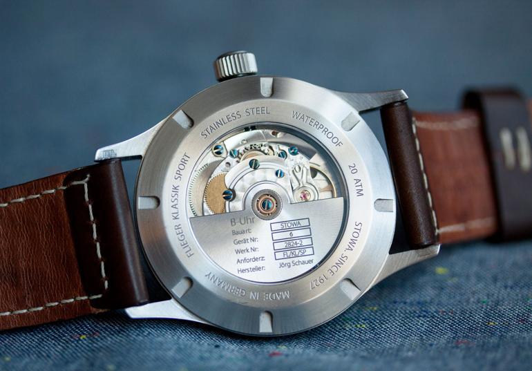 So sánh đồng hồ dùng máy ETA 2824-2 và Powermatic 80 ETA 2824-2 trong Stowa Flieger Klassik Sport