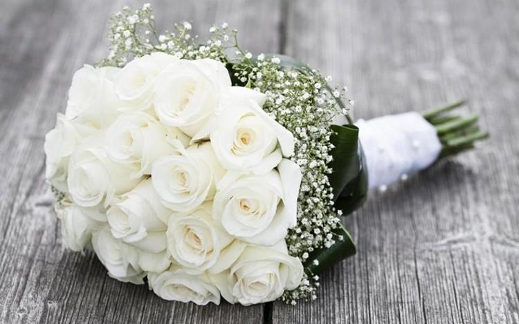 60 Món quà tặng sinh nhật cho bạn gái theo độ tuổi 18-24 - tặng hoa