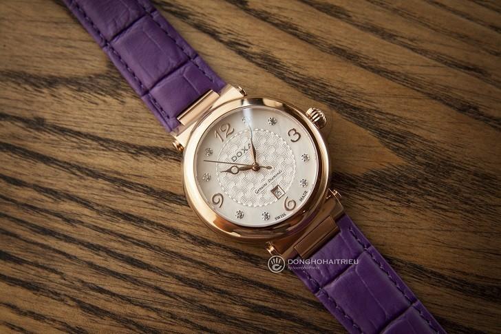 Đồng hồ Doxa D182RWP ấn tượng với dây đeo bằng da màu tím - Ảnh 1