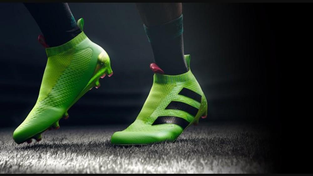 Giày thể thao - quà tặng sinh nhật cho bạn trai đổ tuổi từ 18 - 24