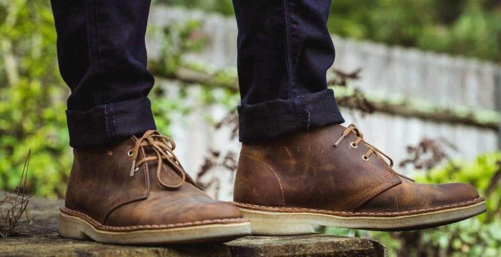 Giày dép - quà tặng sinh nhật cho bạn trai đổ tuổi từ 18 - 24