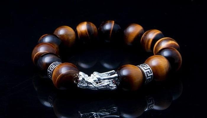 60 món quà tặng bố thiết thực theo từng sở thích - vòng tay gỗ