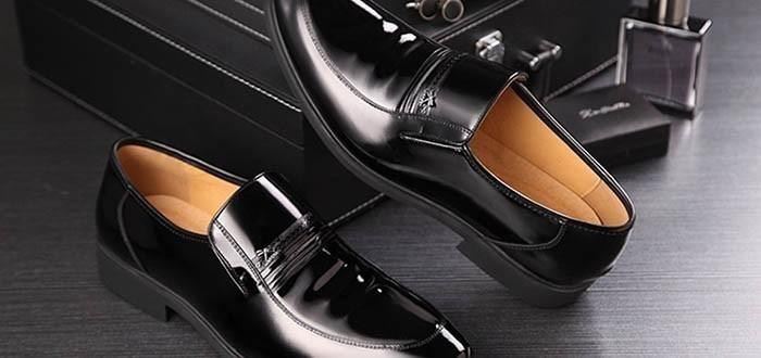 60 món quà tặng bố thiết thực theo từng sở thích - giày dép